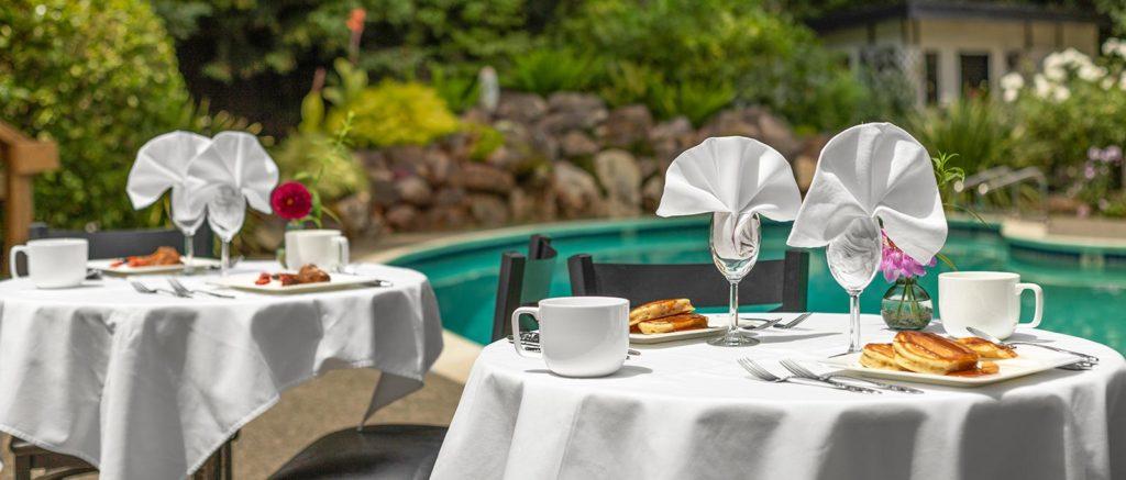 hdr_breakfast_pool_2